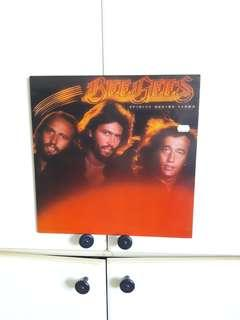 🚚 Bee Gees 12in vinyl Spore