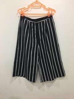🚚 BN Temt striped culottes