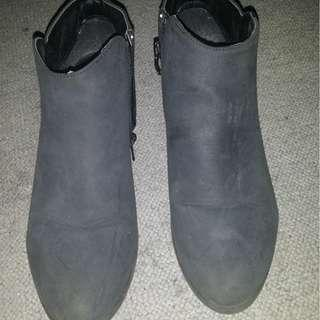 Ankle boots size 8.