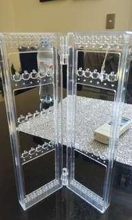 Mini jewelry stand holder