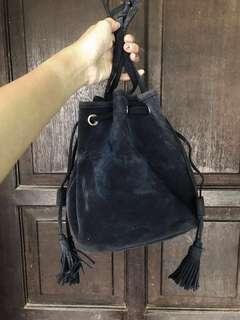 Sling bag flashy suede