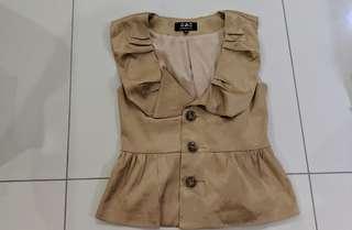 Top/ outerwear/vest size M