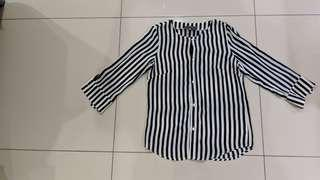 Brand new never wear Strip blouse S