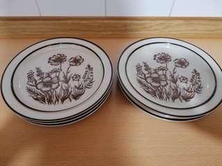 🚚 Design four stoneware.