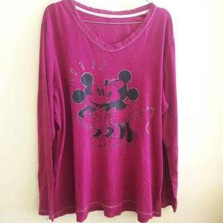 Preloved Sweater Mickey Ungu Fit to L Mat Katun Tebal