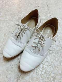Shoopen White Leather Loafer