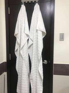 RUSH SALE!! 2PC H&M CLEAN WHITE TOWELS..