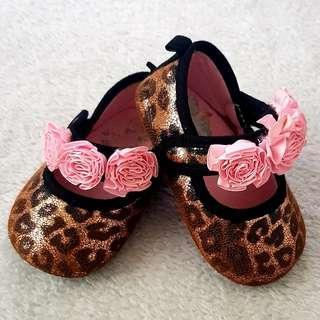 Dora infant pre-walker shoes