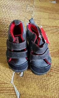 New pre-walker shoes