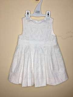 White Lace-like Dress 6-12m