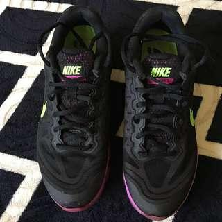 Nike Tailwind 7 Max Air Running Shoes