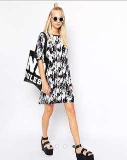 🚚 ASOS Monki waterbrush tshirt dress