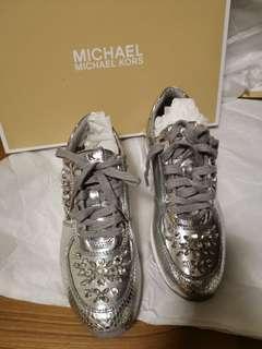 🚚 Michael Kors Silver Sneaker