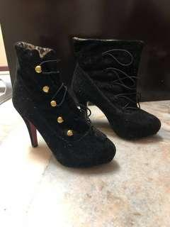 Black flannel heel for Winter/Autumn