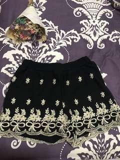 🚚 金蕾絲短褲