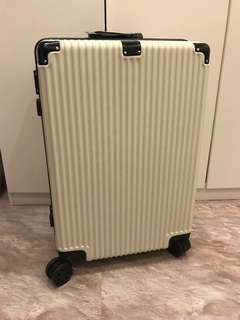 白色行李箱