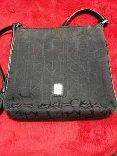 cbec47987e01 Calvin Klein sling bag