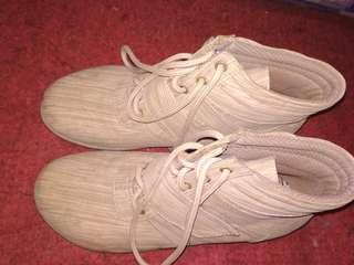 Sepatu Boots Wanita Krem CBR Six #CNY2019