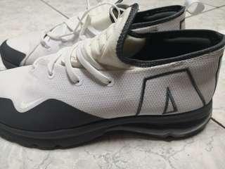 Nike air 只有試穿過 不合腳便宜賣(可小議)