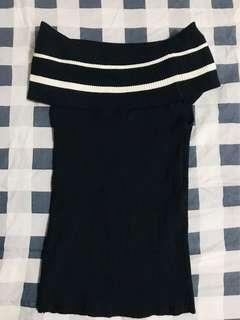 Offshoulder knitted black