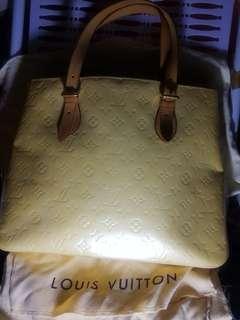 正品Louis Vuitton 米黃色漆皮 手袋