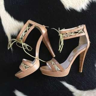 WITTNER: NUDE LEATHER LACE HEELS