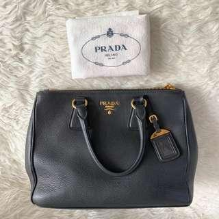 #CNY2019 Authentic Prada Vitello 35cm Double Zipper Black Ghw comes with dustbag