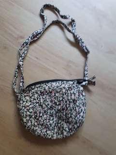 🚚 Floral sling bag