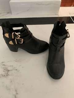 Black rubi boots