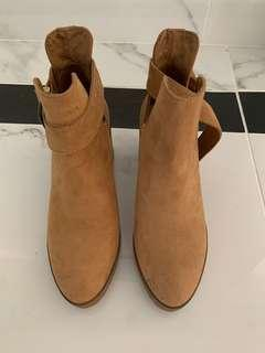 Brand new Berksha camel boots