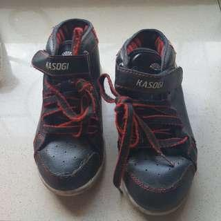sepatu sekolah hitam