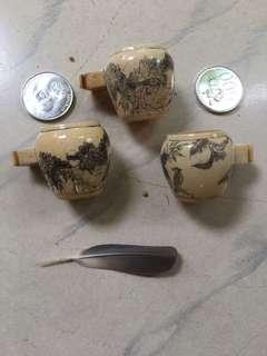 Tempat makan burung antik (tiny bone)