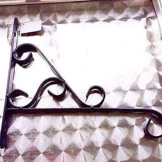 [NEW] Solid Metal Garden Hanger.