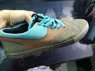 Sepatu ardiles tosca