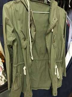 🚚 軍綠色 連帽 風衣外套 #一百均價