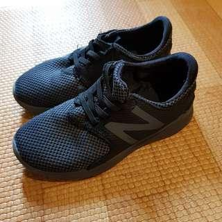 New Balance kids black sneakers us13 uk12.5 eur31 18.5cm