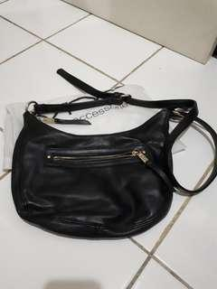 FAST SALEEE - VNC SLING BAG BLACK