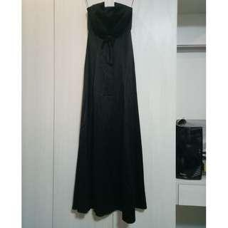 Black strapless prom gown with ribbon