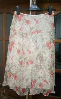 Midi skirt motif mawar abstrak