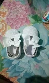 sepatu perempuan prewalker putih
