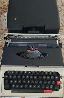 🚚 Typewriter