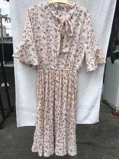 🚚 降價囉❤️粉紅碎花雪紡五分袖飄飄綁帶氣質洋裝