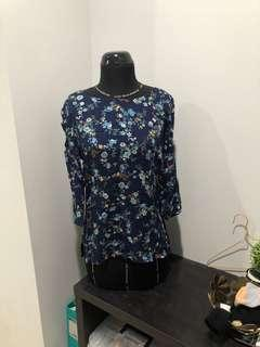 Stradivarius blue floral top