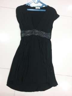 Belt low v black dress