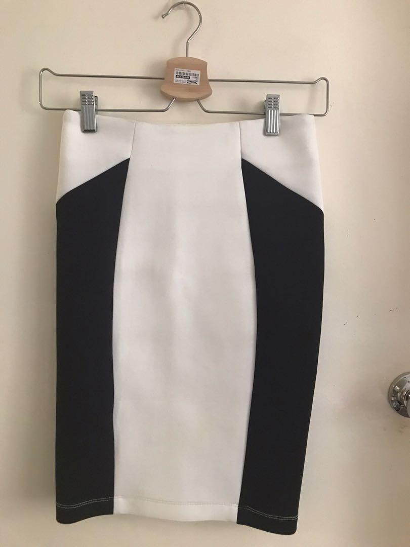 Another Work/play over knee skirt AU 6 white and black