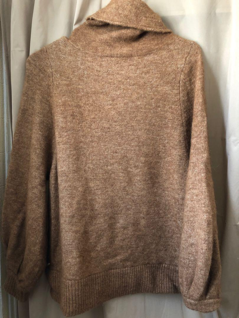Aritzia adichie sweater in size xs 10/10 condition