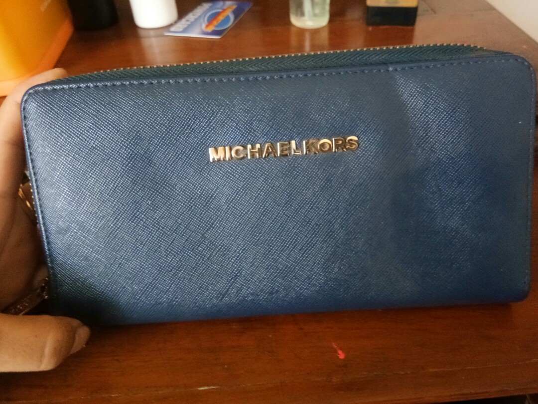 fe752aa230f8 Dompet Michael Kors, Women's Fashion, Women's Bags & Wallets on Carousell
