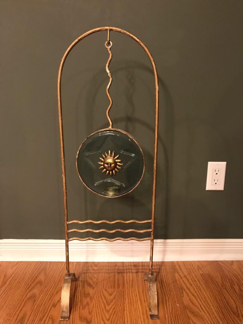 Tea light sun motif stand