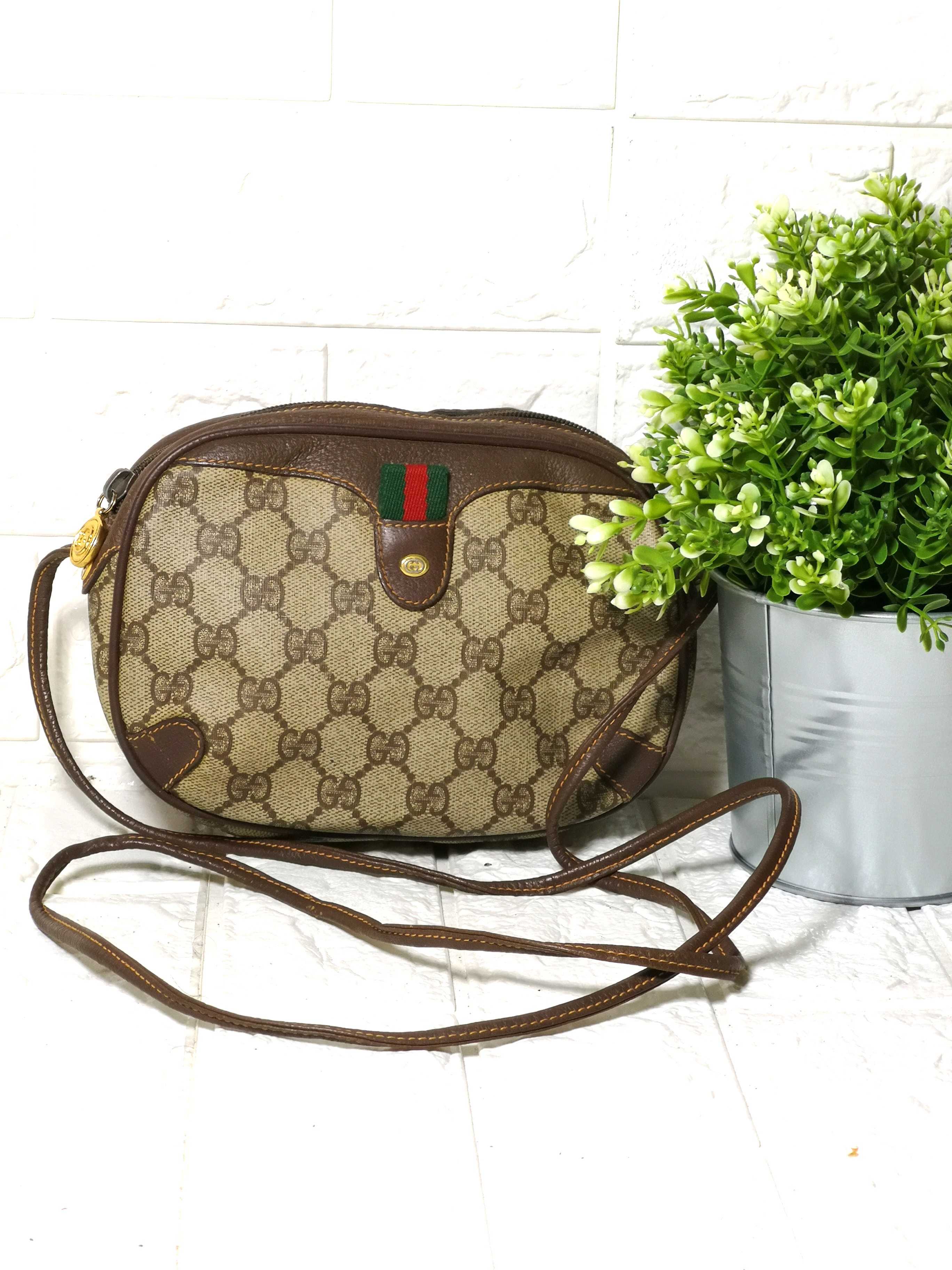 ff930c0b342f Vintage GUCCI, Women's Fashion, Bags & Wallets on Carousell
