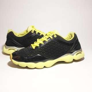 Sepatu fila prelove